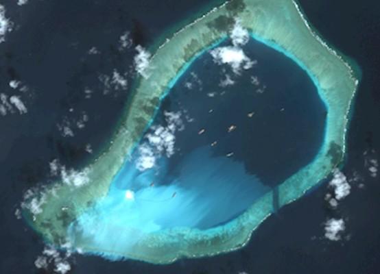 """Китайцы """"оккупируют"""" Южно-Китайское строя искусственные острова"""